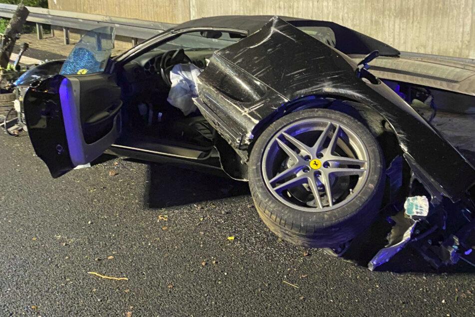 Ferrari-Fahrer verliert auf A9 die Kontrolle: Wagen überschlägt sich, Motorblock aus Auto gerissen