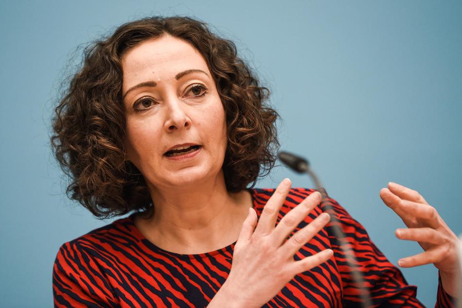 Ramona Pop (Bündnis 90/ Die Grünen), Senatorin für Wirtschaft, Energie und Betriebe, spricht während der Pressekonferenz des Berliner Senats im Roten Rathaus