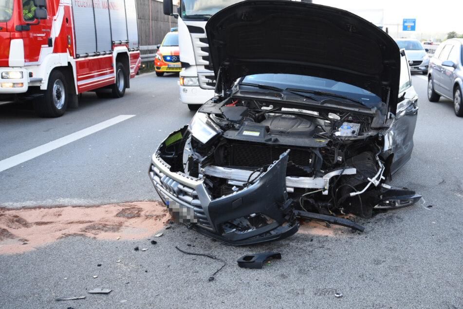 Zu langsames Auto verursacht Auffahrunfall auf der A6 und flüchtet