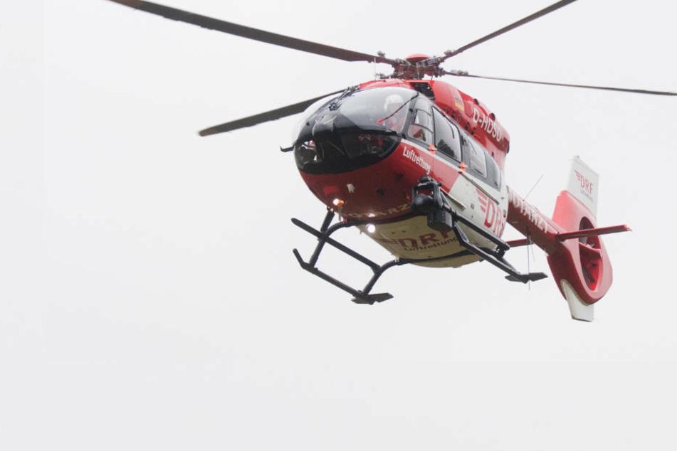 Das Mädchen musste mit dem Rettungshubschrauber in eine Klinik in der Nähe geflogen werden (Symbolbild).