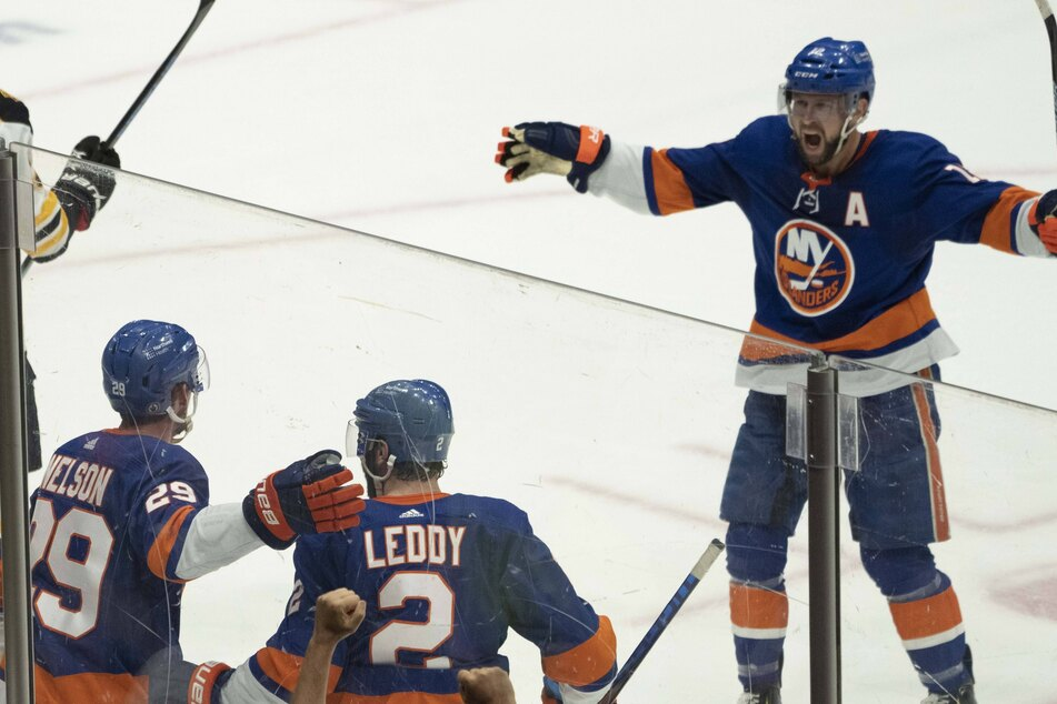 NHL Playoffs: The Islanders beat the Bruins to advance on to the Stanley Cup semis