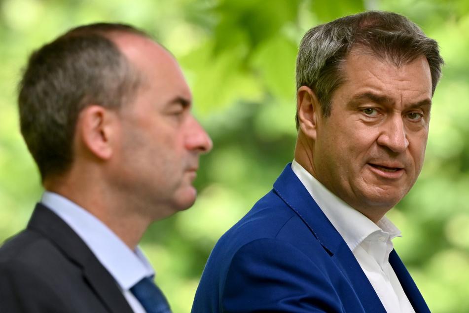 Hubert Aiwanger (l, 50, Freie Wähler), stellvertretender Ministerpräsident und Staatsminister für Wirtschaft, Landentwicklung und Energie, und Markus Söder (54, CSU), Ministerpräsident von Bayern