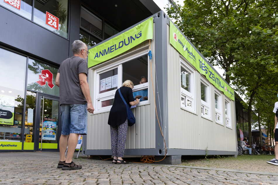 Die Teststelle der Easy-Apotheke in der Straße der Nationen ist täglich umlagert.