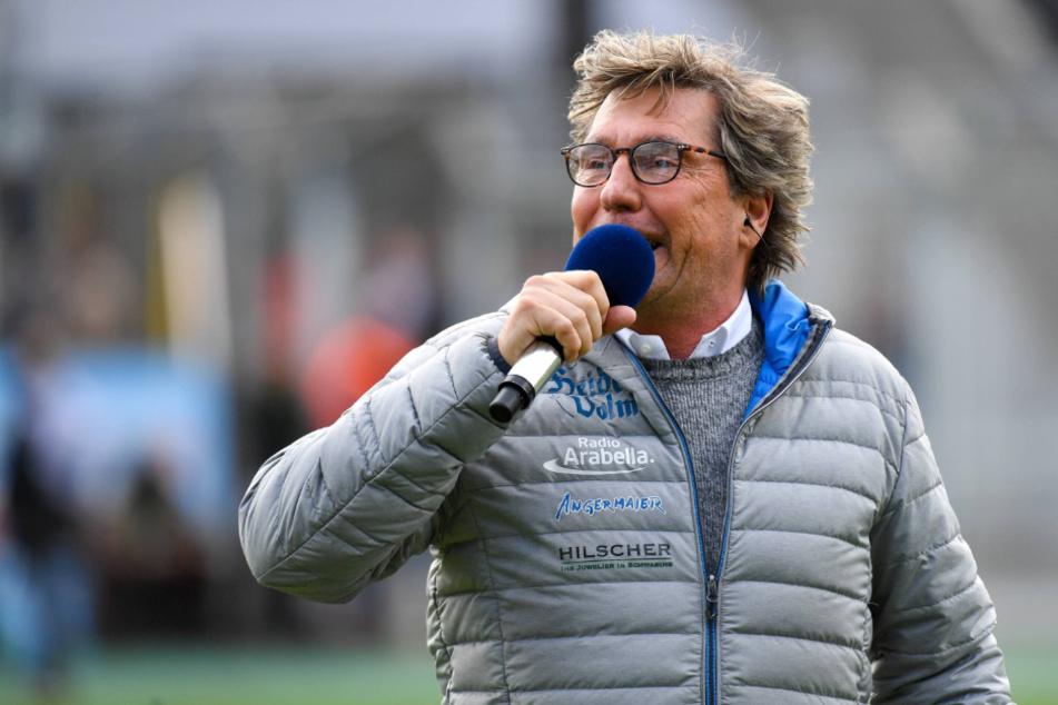 Stefan Schneider (58) hört nach fast 30 Jahren als Stadionsprecher des TSV 1860 München auf.