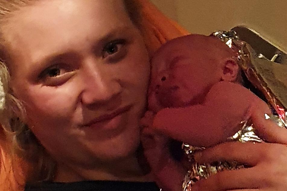 Auf dem Weg in die Klinik: 25-Jährige bringt ihr Baby auf See zur Welt!
