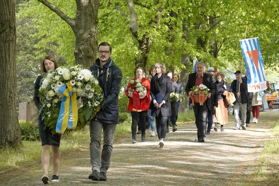 Oberbürgermeisterin Barbara Ludwig (58, SPD) und die Stadträte legten am Freitag Kränze nieder.