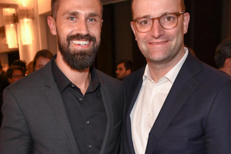 Jens Spahn (40, CDU, r), Bundesgesundheitsminister, mit seinem Mann Daniel Funke (38).