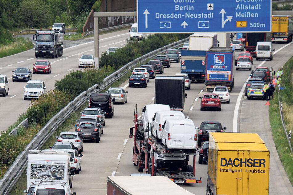 Steigendes Verkehrsaufkommen: Bei Stau geht auf der A4 nichts mehr. Auch an normalen Tagen ist die rechte Spur komplett von Lastwagen belegt.