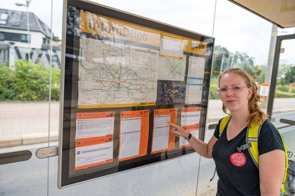 An der Haltestelle Liststraße schaut Sandra (38) schon mal, wie die Bahnen während der Bauzeit fahren.