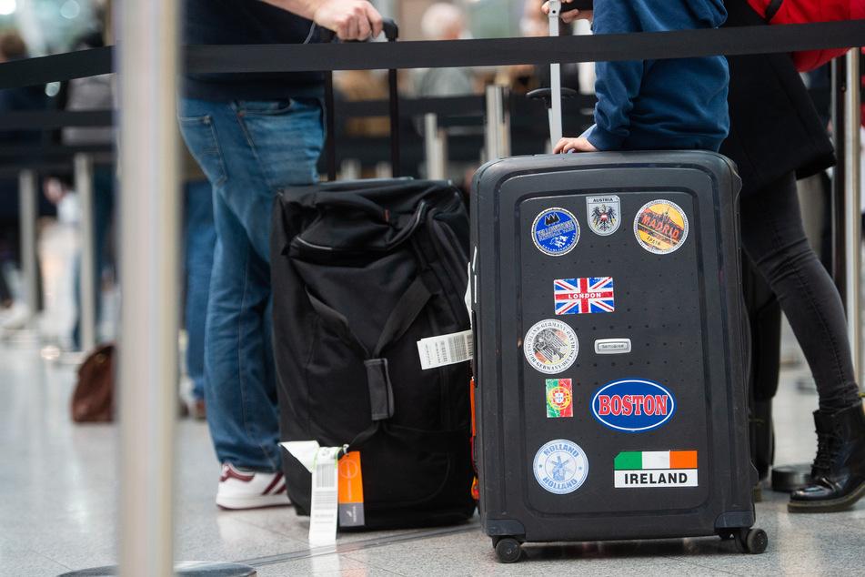 """Zoll schlägt zu: 22-Jährige bringt besondere """"Souvenirs"""" aus den USA mit"""