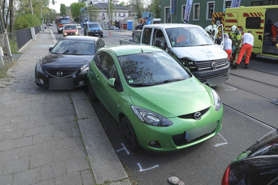 Alle Fahrzeuge wurden bei dem Aufprall beschädigt.