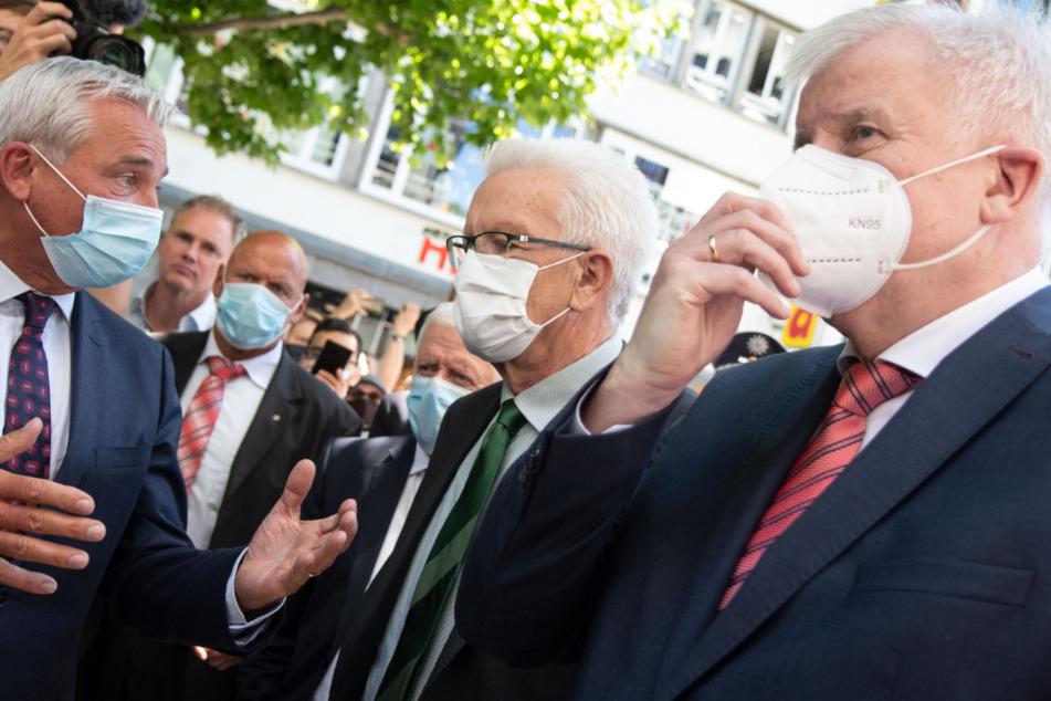 Bundesinnenminister Horst Seehofer (71, CSU, v.r.n.l), Winfried Kretschmann (72, Grüne), Ministerpräsident von Baden-Württemberg und Thomas Strobl (60, CDU), Innenminister von Baden-Württemberg.