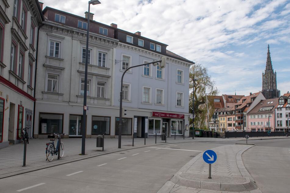 Die Innenstadt von Neu-Ulm direkt vor dem Ulmer Münster ist leer.