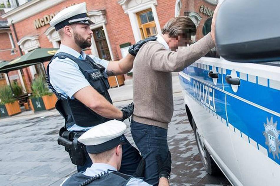 Der 41-jährige Serbe hat versucht, während einer Polizeikontrolle Amphetamine durch die Nase zu ziehen.