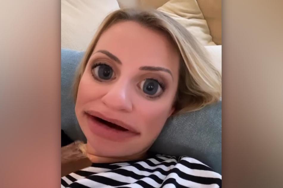 Schauspielerin Ania Niedieck (36) hat bei Instagram ein Video von sich mit einem verrückten Filter geteilt.