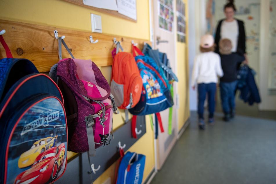 Neue Corona-Regeln in Thüringen: Ab Donnerstag müssen Kinder mit Erkältungssymptomen nicht mehr nach Hause geschickt werden und können weiter in die Schule oder den Kindergarten gehen (Symbolbild).