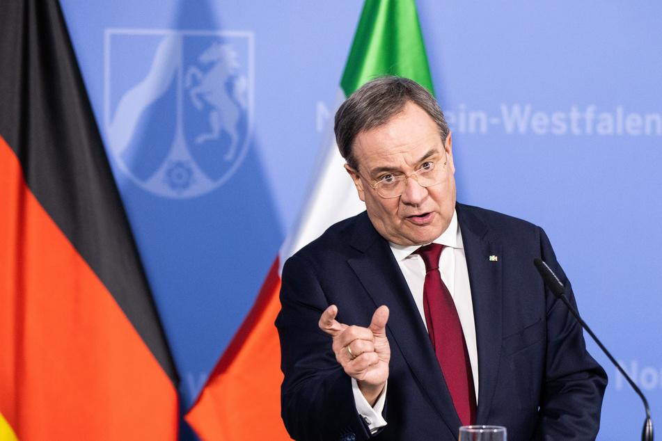 NRW-Ministerpräsident Armin Laschet erläuterte am Mittwochabend die weiteren Corona-Regeln für das Bundesland.