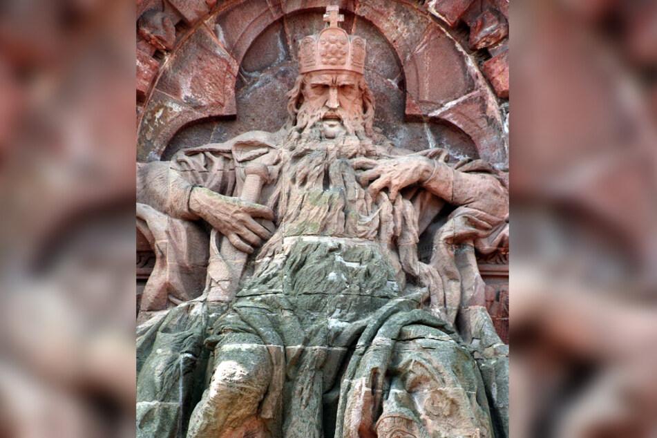 Mythos Barbarossa: Dieses gewaltige Denkmal des Stauferkaisers Friedrich I. Barbarossa (1123-1190) befindet sich am Fuße des Kyffhäuserdenkmals in Thüringen.