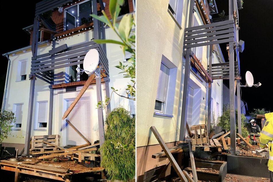Die Trümmer des Balkons aus Holz. Dieser brach aus dem zweiten Stock durch den Balkon des ersten Stocks.