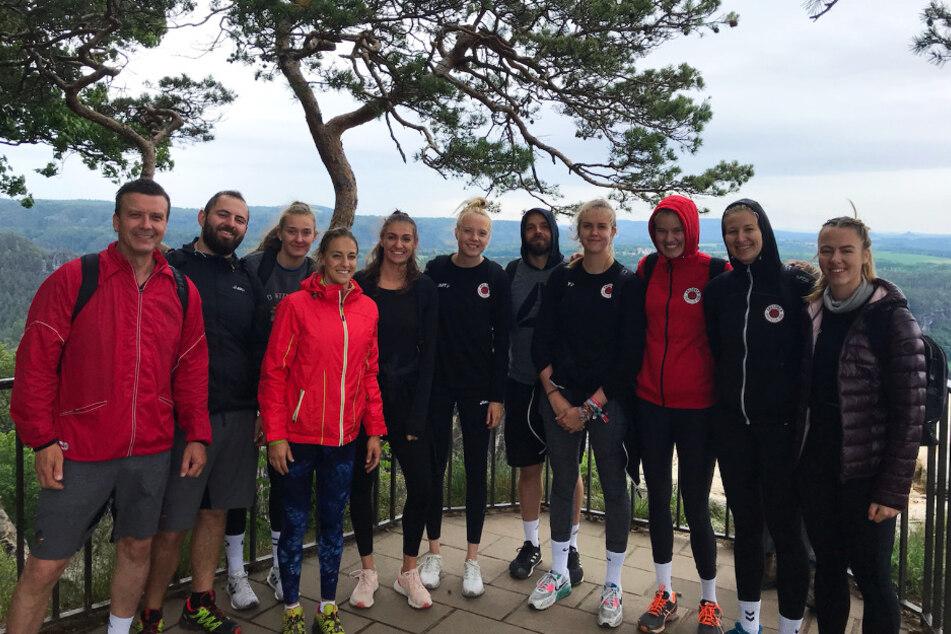 Die DSC-Girls mit ihrem Trainerteam an der Basteiaussicht.