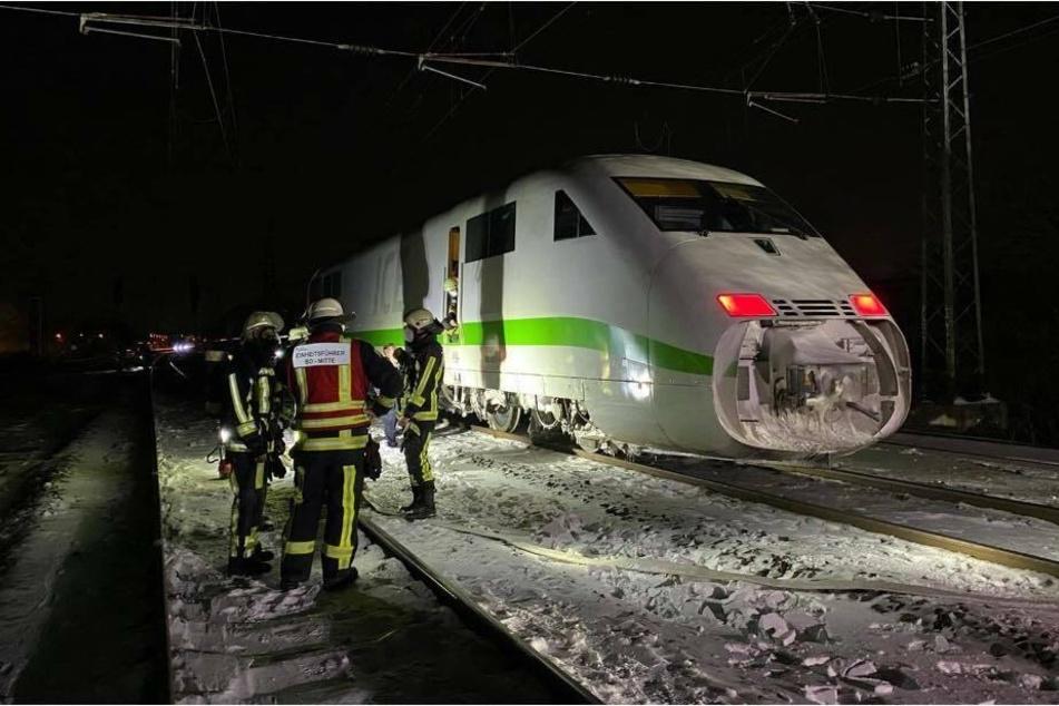 Wegen der Qualmentwicklung mussten Passagiere sowie Personal den ICE verlassen.