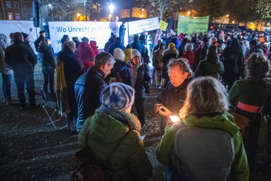 Etwa 500 Menschen kamen zur Demonstration gegen die Corona-Maßnahmen in Schwerin.