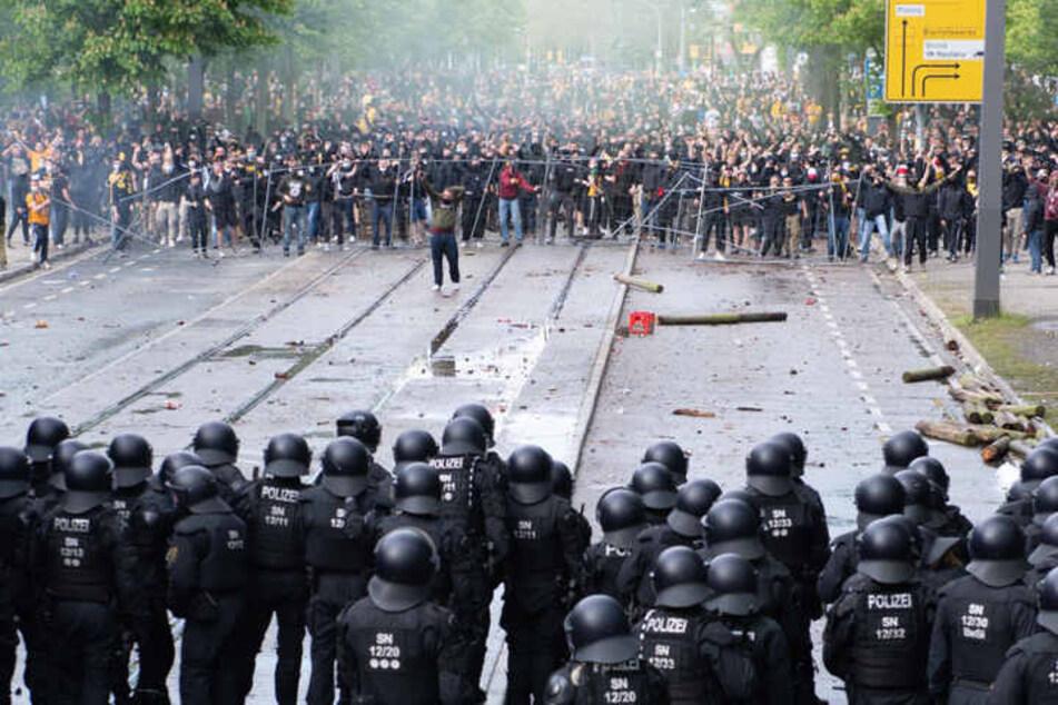 Beim Spiel gegen Türkgücü kam es zum Aufeinandertreffen von Polizei und teils gewaltbereiten Randalierern.