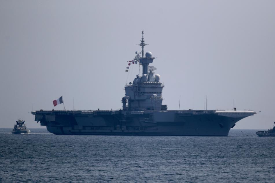 Viele Seeleute müssen wegen Corona auf den Schiffen bleiben.