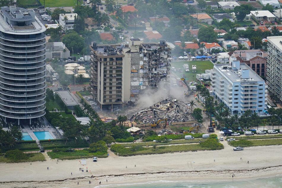 Das Gebäude befindet sich mitten am Strand im US-Bundesstaat Florida.