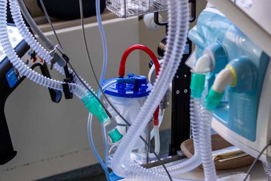 Bei der neuen Lungenkrankheit Covid-19 ist es aus Expertensicht noch zu früh für gesicherte Aussagen über mögliche Spätfolgen.