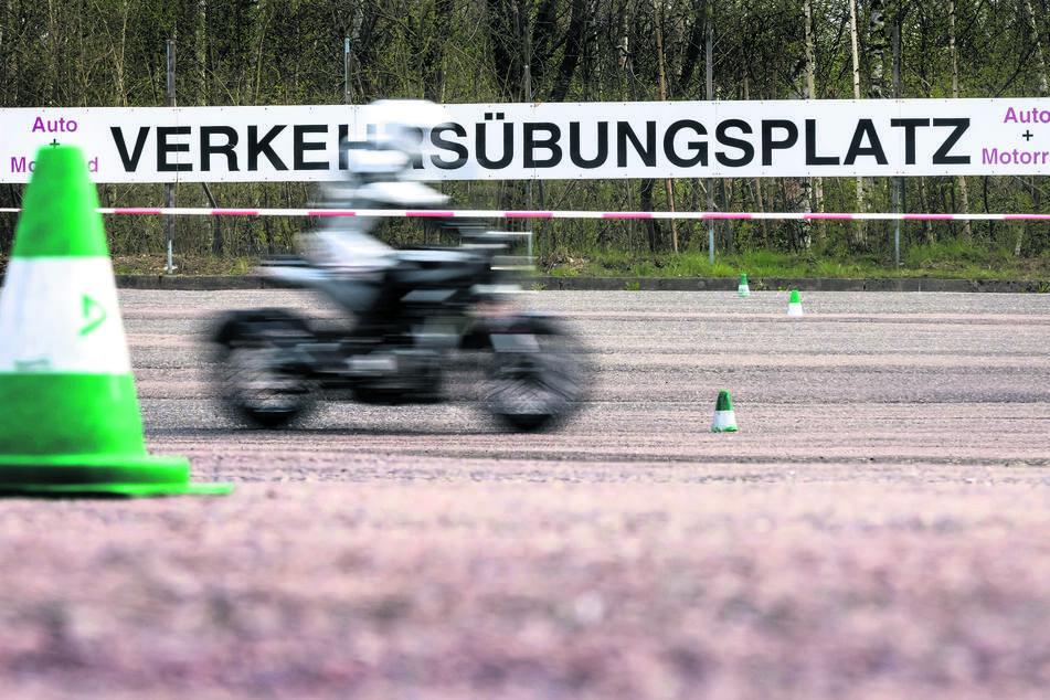 In Chemnitz-Glösa befindet sich ein Verkehrsübungsplatz für Fahrschulen.