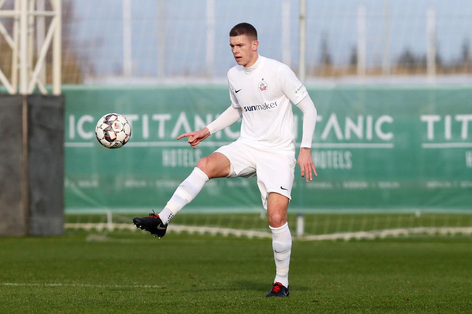 Max Reinthaler (26), hier im Rostock-Trikot, wird künftig für den FSV Zwickau spielen (Archivbild).