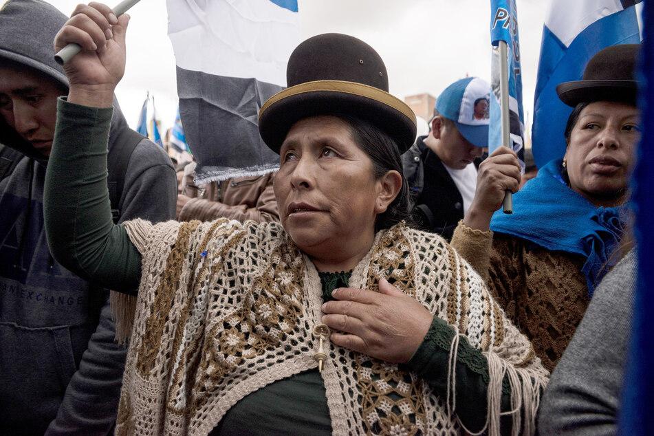 Anhänger des Ex-Präsidenten Morales nehmen an einer Wahlkampfkundgebung der Movimiento al Socialismo (MAS) vor den bevorstehenden Präsidentschaftswahlen teil. Inmitten der Corona-Pandemie hat Bolivien im Juni 2020 einen neuen Termin für die verschobenen Wahlen festgelegt.
