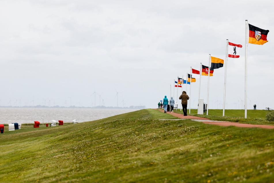 Frischer Wind und sinkende Corona-Zahlen in Schleswig-Holstein.