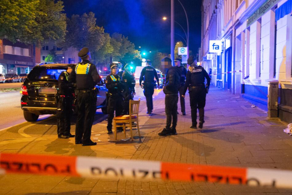 Blutiger Streit in Hamburg: Opfer sitzt mit Bauchstich auf Stuhl