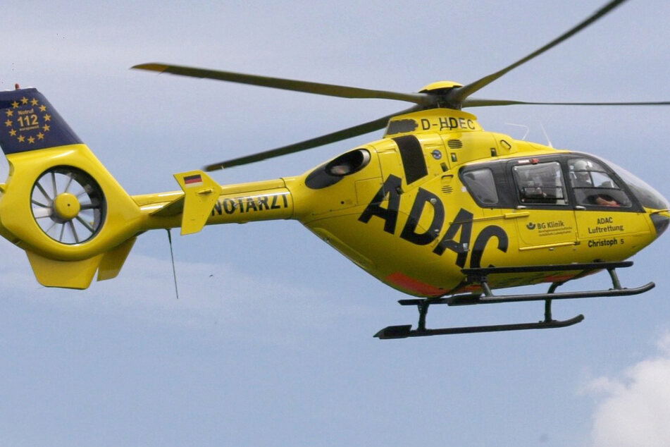 Ein Rettungshubschrauber brachte den schwer verletzten Jungen in eine Klinik.