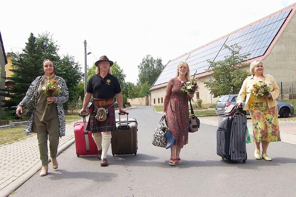 Eingeladen hat der Schottland-Fan Kosmetikerin Lyane (51, l.) aus dem Schwarzwald, Erzieherin Steffi (54, 2.v.r.) aus NRW und die gebürtige Ukrainerin Larysa (53) aus Hamburg.