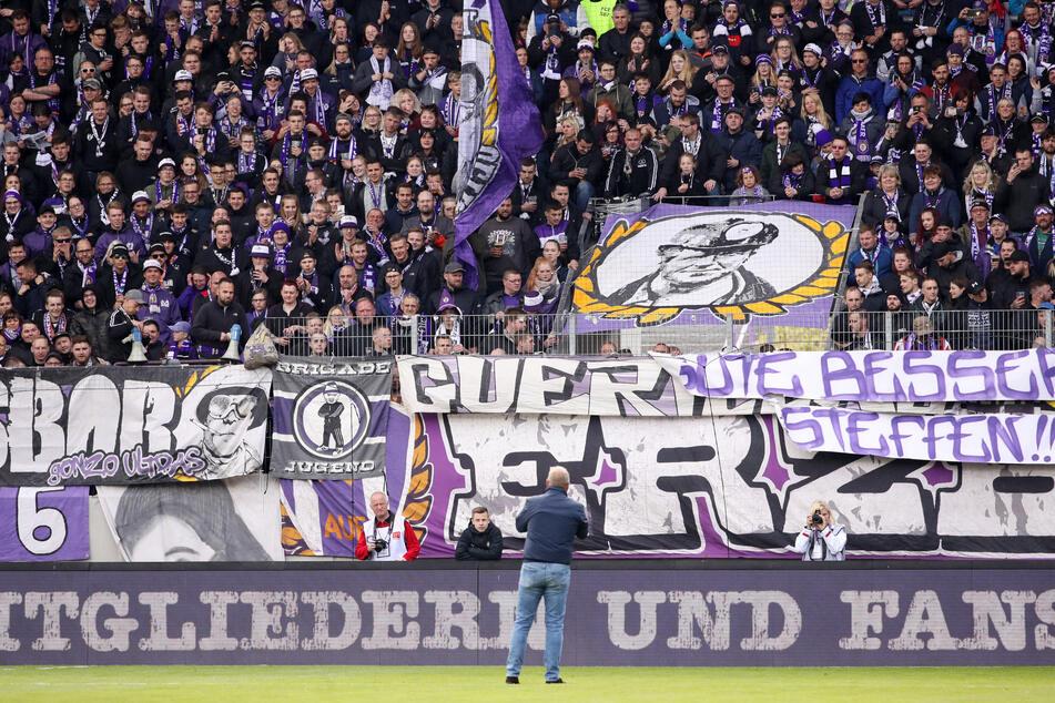 FCE-Boss Helge Leonhardt spricht zu den Fans - in normalen Zeiten konnte er das auch im Stadion machen.