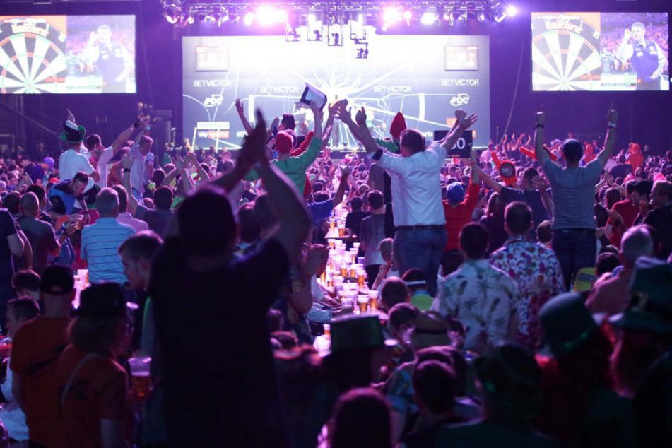 Lange Party-Pause für Darts-Szene: Profis bald in der leeren Turnhalle?