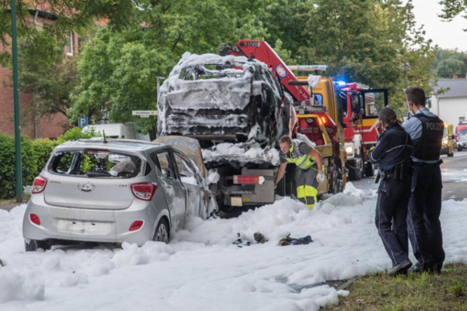 Spalony samochód został odholowany.