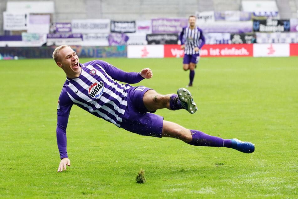 Da würde sich manch anderer verletzen: So jubelte Florian Krüger (22) nach seinem Führungstreffer im Hinspiel gegen Kiel.