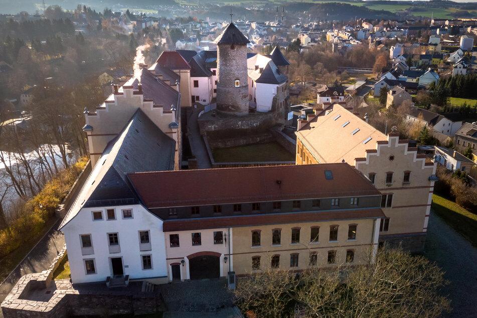 Im Schloss Voigtsberg gibt es immer wieder etwas Neues zu entdeckt, so wie aktuell die Wilhelm Busch Ausstellung.