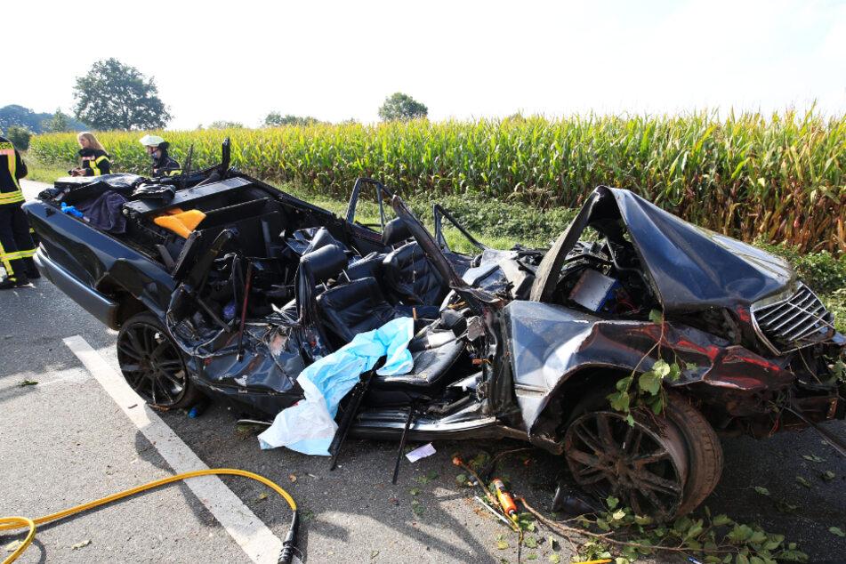 Horror-Unfall: Für Mercedes-Fahrer kommt jede Hilfe zu spät