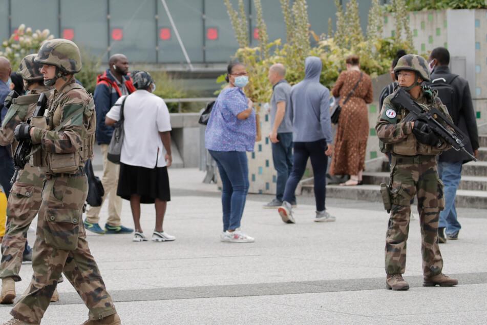 Typ mit Waffe gesehen: Polizei-Großeinsatz löst Unruhe in Pariser Geschäftsviertel aus