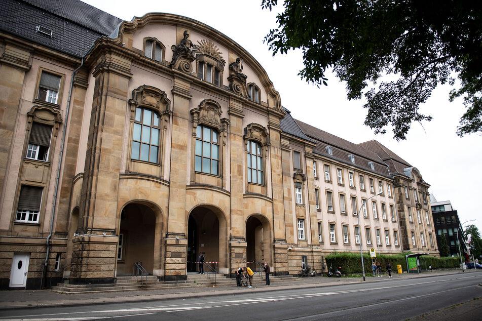 Anfang Juli gab der Angeklagte vor dem Landgericht in Mönchengladbach zu, dass er seine Frau mit einem Messer angegriffen hatte. Eine Tötungsabsicht hatte er bestritten.