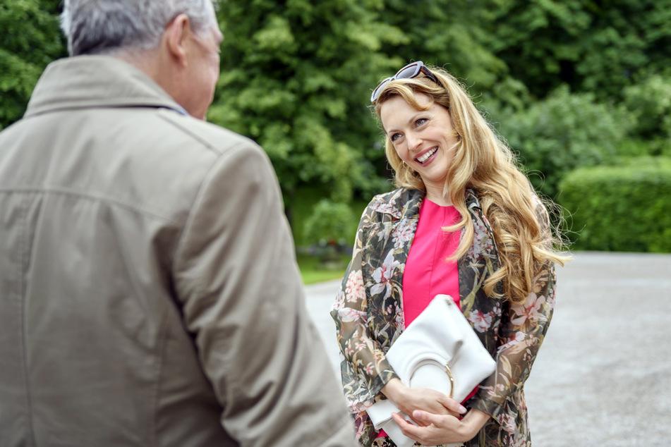 Rosalie läuft gleich einem alten Bekannten über den Weg. Da staunt André Konopka (Joachim Lätsch) nicht schlecht.