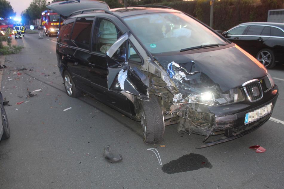 Der Seat-Fahrer kam in eine Klinik. Sein Wagen musste abgeschleppt werden.