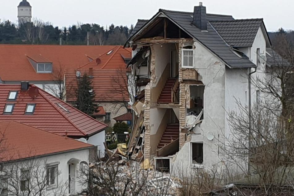 Wohnhaus stürzt mitten am Tag zusammen: Zwei Tote, ein Schwerverletzter
