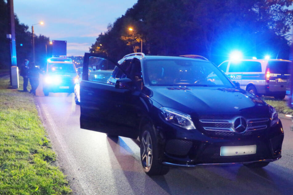 Trotz mehrfachem Ignorieren der Haltesignale, konnte der SUV-Fahrer nach einer Verfolgungsjagd in Chemnitz festgenommen werden.