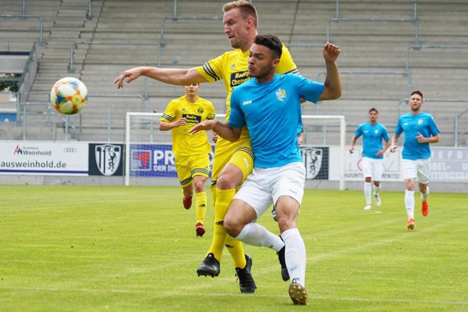 Neuzugang Theo Ogbidi (vorn) erzielte in seinem ersten Spiel für die Himmelblauen gleich zwei Treffer.